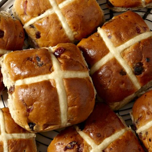 The Perth Bakeries Doing 'Isolation Packs' AND Hot Cross Bun Home Deliveries!