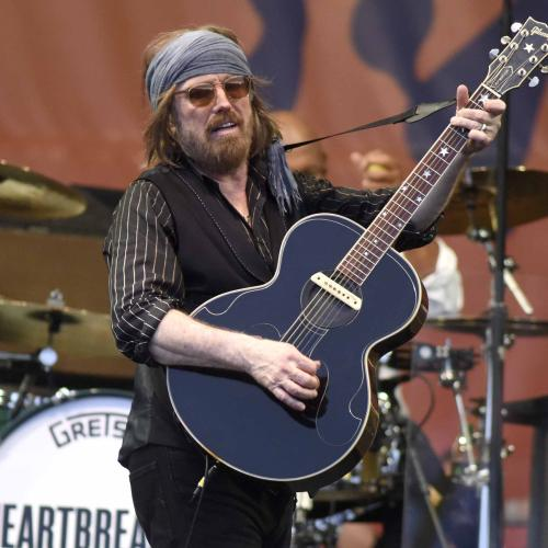 Tom Petty Was In So Much Pain On Final Tour He Was Often Carried To The Stage