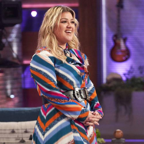 Kelly Clarkson Suffers Injury While Filming Her Christmas Talk Show